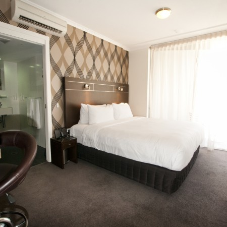 Bedroom-Diamant-Hotel-Brisbane-cabin-crew-staff-jobs-id90-crewconnected