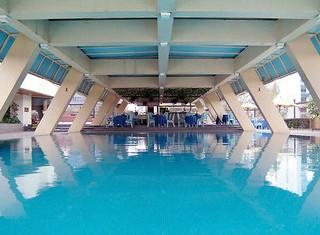 Laico_Regency_pool_Crewconnected-cabin-crew-id90