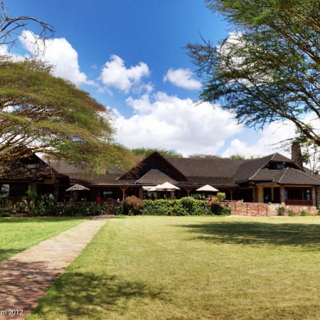 Sun_ Africa_ Keekorok_ Lodge_cabin_crew_crew_connected_19