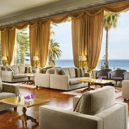 Hall_Royal_Hotel
